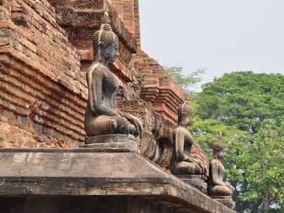 Sitting Buddha figures at base of pagoda