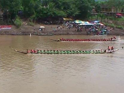 Dragon boat racing at Wat Phra Si Rattana Mahathat, Phitsanulok
