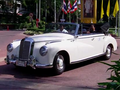 White classic car at the Hua Hin Vintage Car Rally